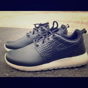 Nike Roshe One LX - W - Size 7